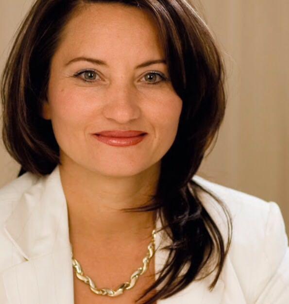 Frau Elena Leonhardt